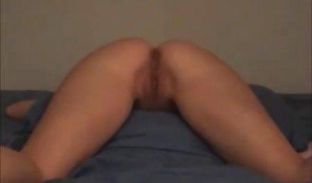 Nettes Mädchen masturbiert mit einem riesigen erotikfilme legal Dildo