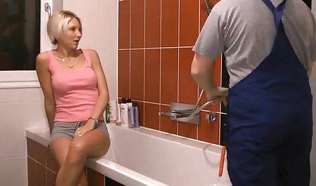 Niedliche Anna Tätowierung, die ihren erotische liebesfilme kostenlos heißen Körper vorführt