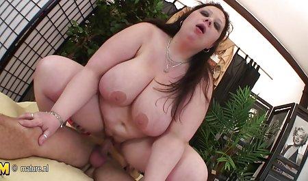Cage Vanessa isst Tia Cyrus erotikfilme free auf der Couch