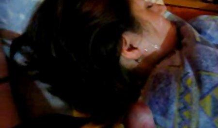 Ariella erotische filme kostenfrei fickt sich mit einem großen Glasspielzeug