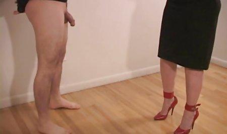 Blonde Schlampe mit dicken Titten Lou Lou masturbiert in erotische spielfilme kostenlos sexy roten Höschen und High Heels