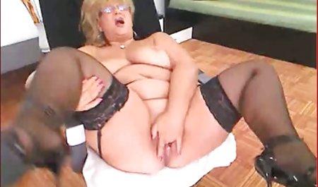 Little Taylor masturbiert im Badezimmer erotikfilme in hd