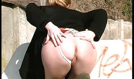 2 alte erotigfilme und junge Lesben spielen miteinander
