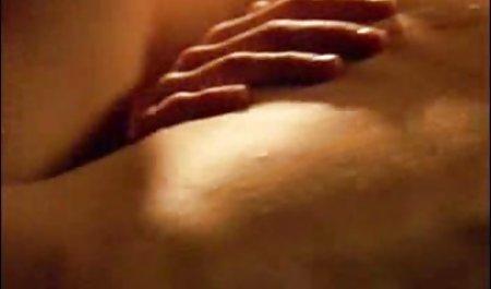 Stiefsohn lässt ein paar Nüsse erotikfilme kostenlos anschauen in Stiefmutter fließen, nachdem er abgefangen hat, von zucken