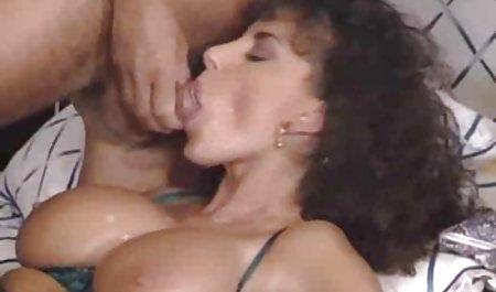 Sie ist auf einem erotikfilm massage Schwanz und schön